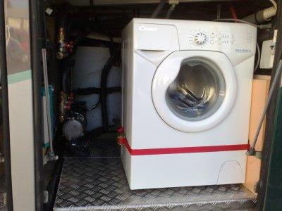 Machine laver am nagement d 39 un bus en camping car - Amenagement soute camping car ...
